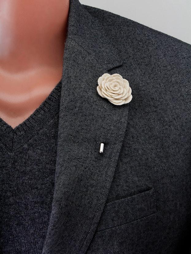 """Цветок в лацкан пиджака """"Big Ivory"""""""